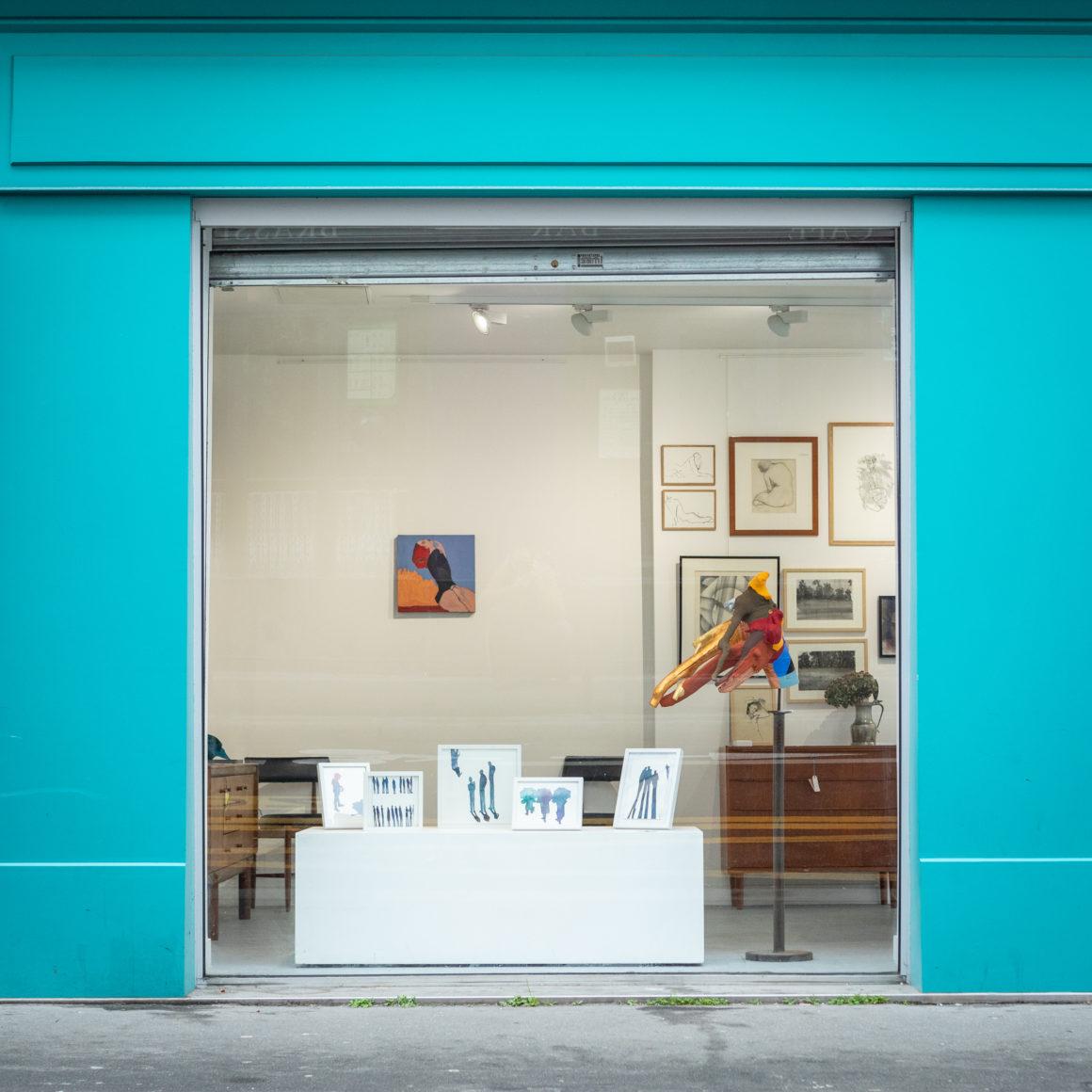Photographie de la vitrine de la galerie Esther & Paul.