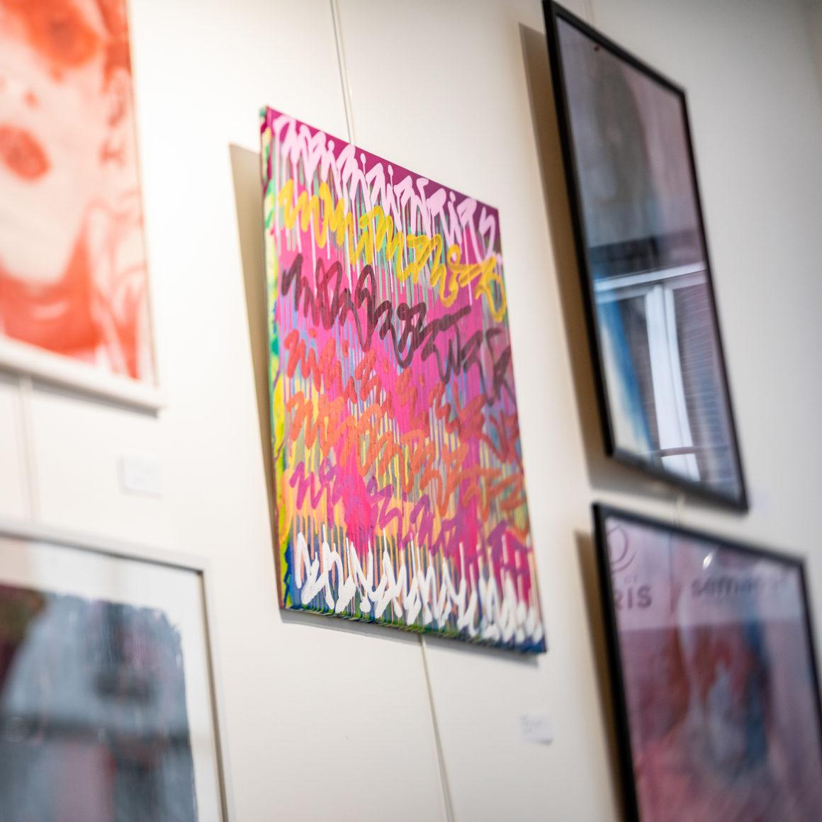 Zoom sur l'oeuvre de Minko chinée.